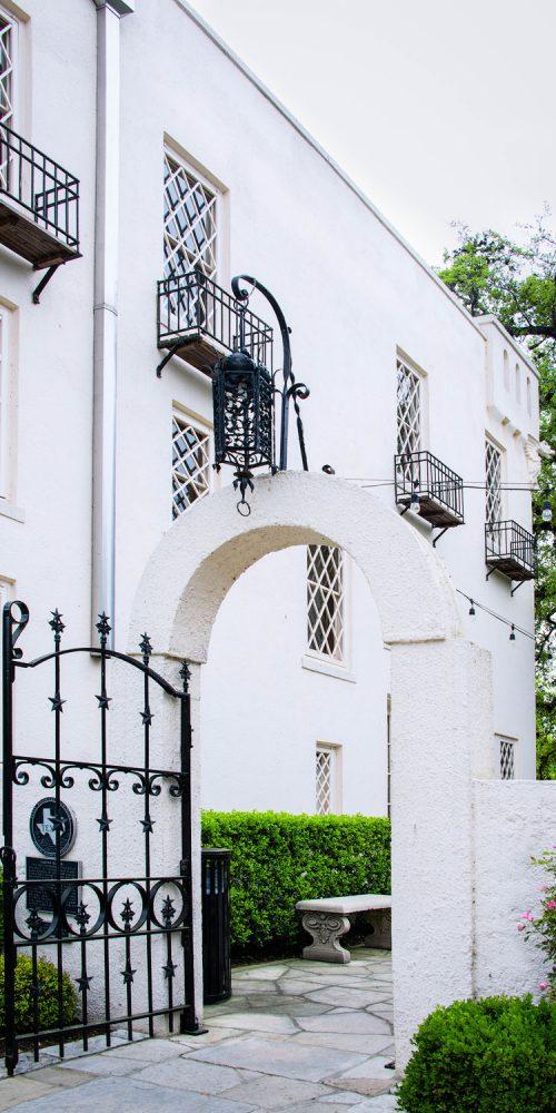 Austin TX Contemporary Laguna Gloria Architecture Photo